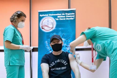 Florin Cîţu: Etapa a III-a de vaccinare începe mâine- 500.000 de persoane din populaţia generală s-au înscris pe platforma de vaccinare Vaccinarea nu este obligatorie, dar este singura soluţie pentru a reveni la normalitate cât mai curând