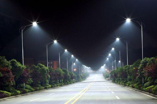 E.ON Energie România a încheiat parteneriate cu 10 primării din ţară prin care va monta peste 4.300 de corpuri de iluminat cu tehnologie LED, proiect de 1 milion euro