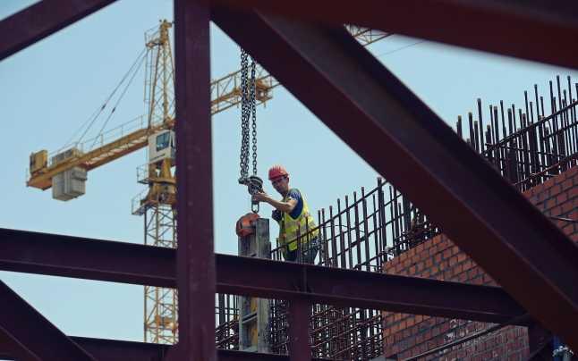 Lipsă acută de angajaţi, în construcții. Un muncitor poate ajunge la 10.000 lei/lună 03-06-2020
