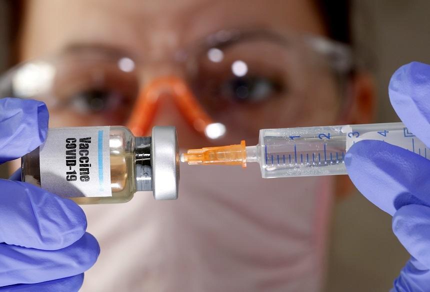 Un grup de producători de medicamente care lucrează la vaccinuri concurente vor cere aprobarea acestora doar după ce vor avea suficiente date privind siguranţa şi eficacitatea