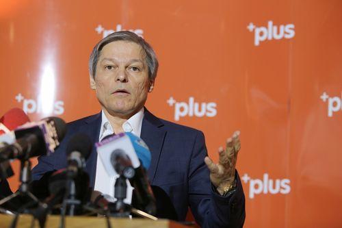 """Cioloş: Monica Anisie ar trebui să plece de la minister de urgenţă. Până ieri, era nevoie de """"pepsiglas"""", azi nu mai trebuie. Ministerul Educaţiei nu ştie ce vrea"""