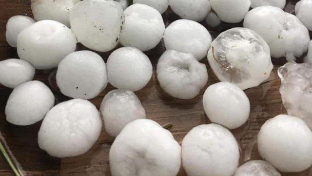 Grindină cât oul de porumbel în județul Iași. Furtunile au făcut prăpăd în Moldova