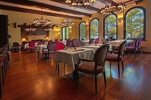 Preşedintele Organizaţiei Patronale a Hotelurilor şi Restaurantelor: Au fost făcuţi primii paşi pentru a da în judecată statul. Guvernul trebuie să despăgubească cu 500 de milioane de euro industria pentru restricţiile impuse