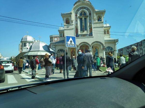 Constanţa: Preot amendat cu 2.000 de lei, după ce a oficiat o slujbă religioasă la care au venit mai multe persoane