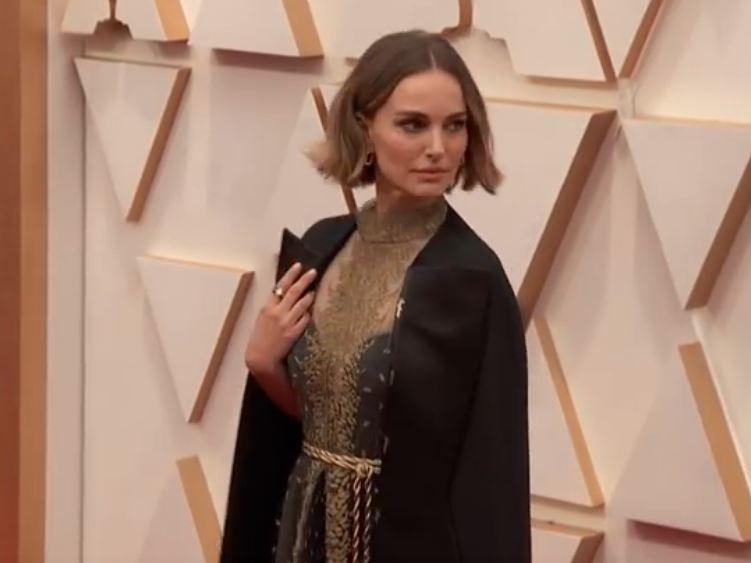 VIDEO Oscar: Natalie Portman a mers cu o robă brodată cu numele femeilor regizor nenominalizate la premii