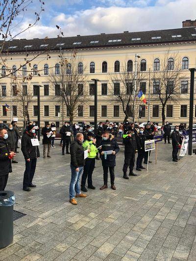 Proteste în faţa Ministerului Muncii şi la prefecturile din Bacău, Timiş şi Cluj, faţă de