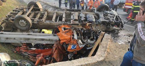 UPDATE - Plan roşu de intervenţie în Giurgiu - Două persoane au murit şi şapte au fost rănite într-un accident la ieşirea din localitatea Călugăreni către Capitală / Unul dintre vehiculele implicate aparţine DRDP Bucureşti - FOTO