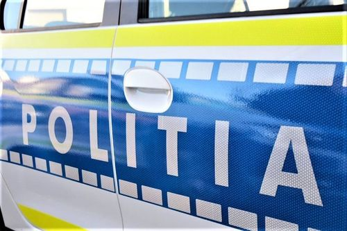 Opt poliţişti de la Secţia 16 Bucureşti, reţinuţi / Agenţii au sechestrat 2 persoane pentru că le-au reproşat că nu poartă masca de protecţie / Una dintre victime a fost lovită repetat / Bode: Nu este permis ca poliţist să ai o astfel de atitudine