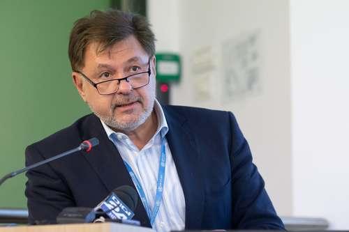 Alexandru Rafila: Cu siguranţă vom vedea o creştere a numărului de cazuri de COVID-19, după începerea şcolii. Aş regândi interacţiunile pe care le vor avea copiii cu persoanele vârstnice din familie