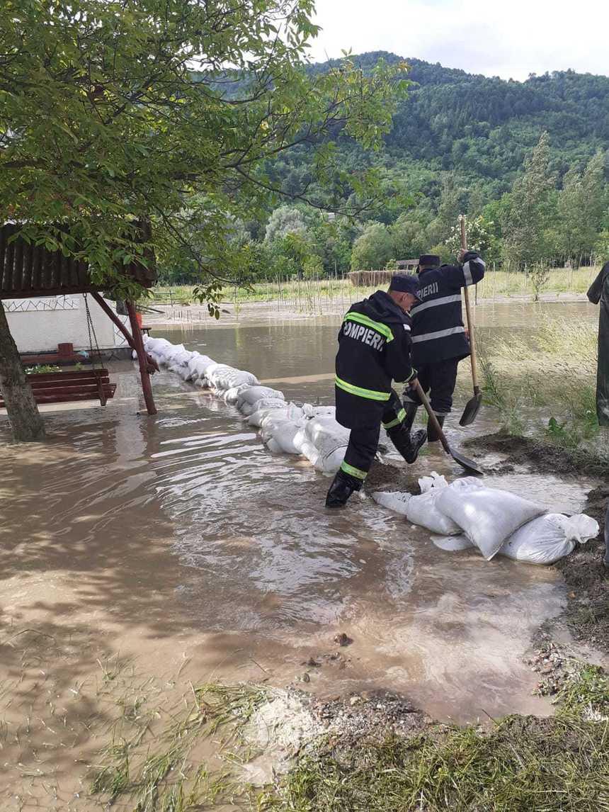 Botoşani: 81 de persoane, printre care 34 de copii, evacuate preventiv dintr-un sat în urma creşterii nivelului Prutului la intrarea în ţară