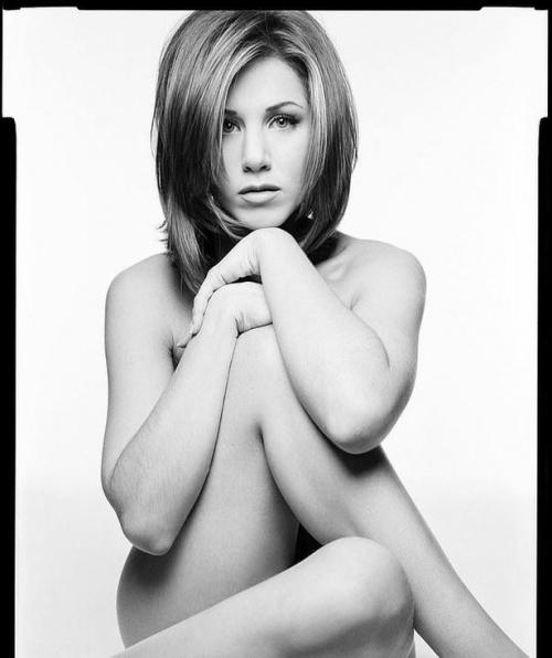 Jennifer Aniston scoate la licitatie un portret nud. Banii ii doneaza cauzei COVID-19
