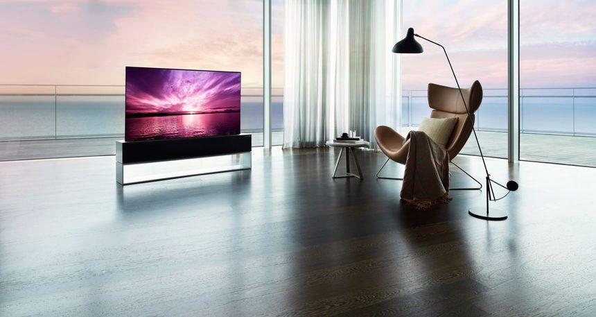 Televizorul rulabil LG intră pe piaţă şi costă cât mai multe maşini