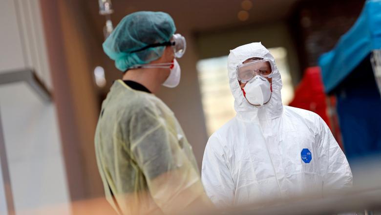 Bolile asociate cu noul coronavirus au provocat decesului unui cadru medical din Bacau, internat la Boli Infectioase