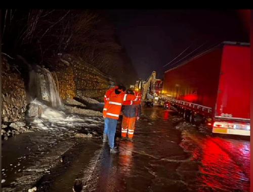 Circulaţie rutieră afectată de vremea nefavorabilă pe Valea Oltului, pe DN 67 Drobeta Turnu Severin-Motru şi pe drumul de acces către staţiunea Rânca. Circulaţie feroviară întreruptă la Călimăneşti - VIDEO, FOTO