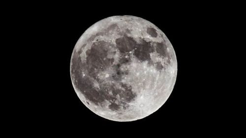 """NASA a anunţat """"identificarea fără echivoc"""" a apei pe Lună"""