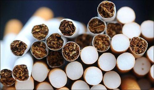 Aproximativ 7500 de pachete cu ţigări de contrabandă au fost găsite la bordul unei nave aflate în Portul Constanţa. Bunurile au fost descoperite şi cu ajutorul unui câine poliţist