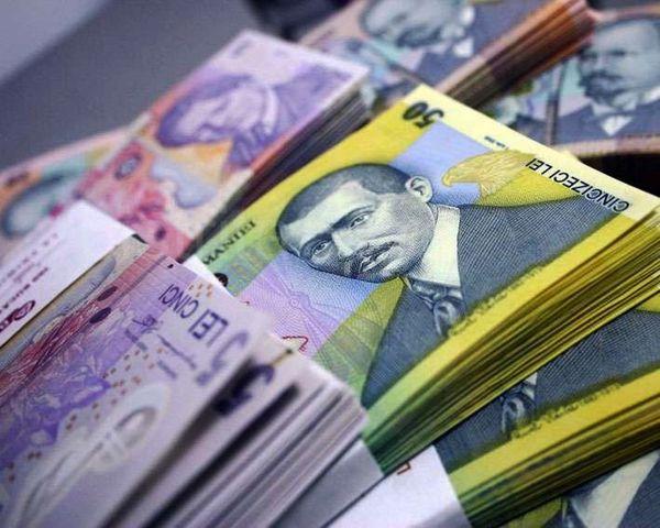 INS: Câştigul salarial mediu nominal net a crescut în martie cu 2,9%, la 3.294 lei, faţă de februarie