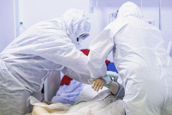 UPDATE - Grupul de Comunicare Strategică: 7.753 cazuri noi de infectare cu coronavirus în ultimele 24 de ore/ 196 de persoane au decedat, inclusiv o fetiţă cu vârsta sub un an/ 1.204 pacienţi la ATI / Judeţele cu cele mai multe cazuri noi - INFOGRAFIC
