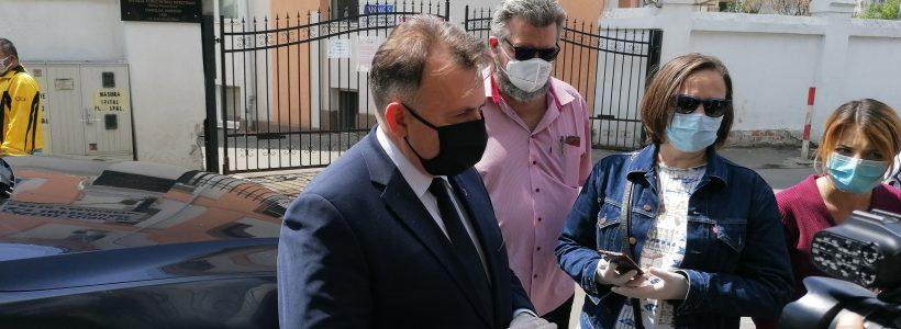 50 de masti pe doua luni pentru persoanele defavorizate
