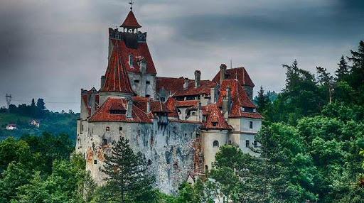 Castelul Bran a fost redeschis turiștilor, cu respectarea măsurilor de siguranță