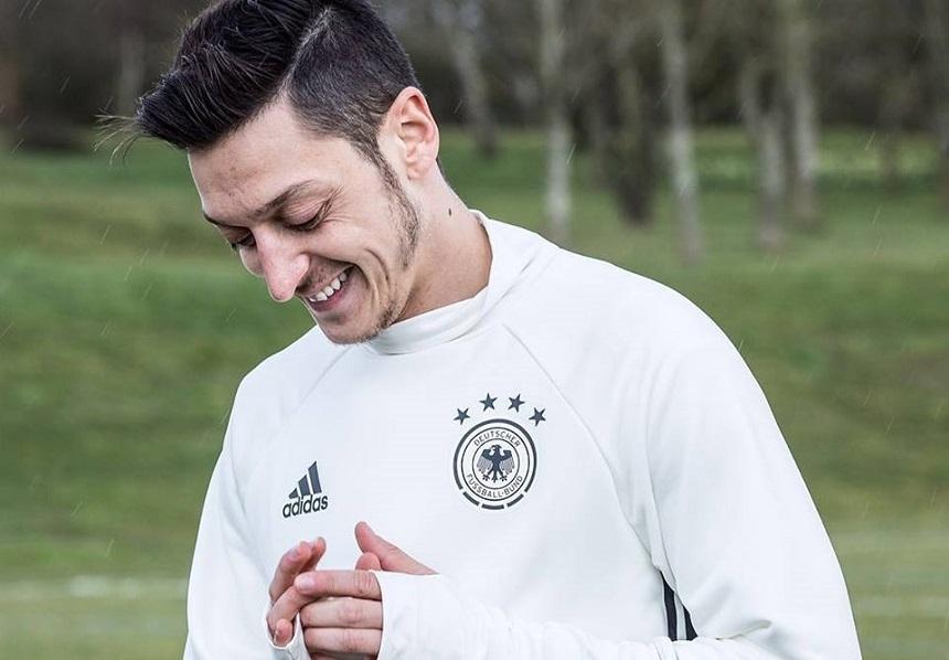 Mesut Ozil şi alţi doi fotbalişti ai echipei Arsenal nu acceptă reducerea salariilor (presă)
