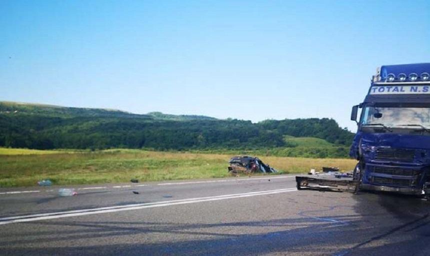 Accident grav pe centura Vâlcele - Apahida între un TIR şi au autoturism. Trei persoane, pasageri în autoturism, au decedat