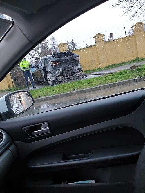 Accident cu trei maşini, la Timişoara. Şoferul, de 37 de ani, care a provocat evenimentul rutier a făcut infarct la volan