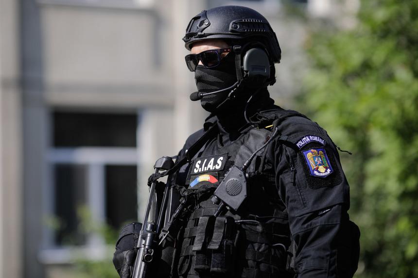 Poliţia Română: 45 de percheziţii, în Bucureşti şi 6 judeţe, la persoane bănuite de infracţiuni economice în dauna unei unităţi bancare/ Sunt cercetate 56 de persoane pentru un prejudiciu de aproximativ două milioane de lei