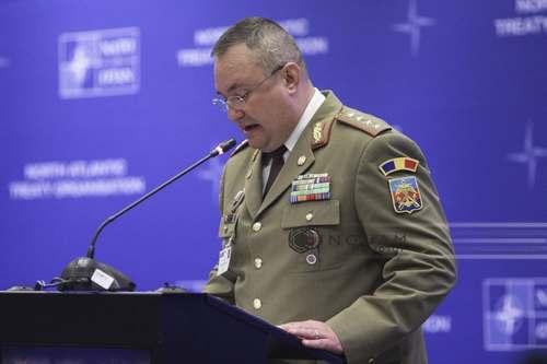 Ciucă, mesaj de Ziua Armatei Române serbată duminică: Noile generaţii de militari se înclină astăzi în faţa tuturor eroilor care şi-au dat viaţa pe câmpul de luptă