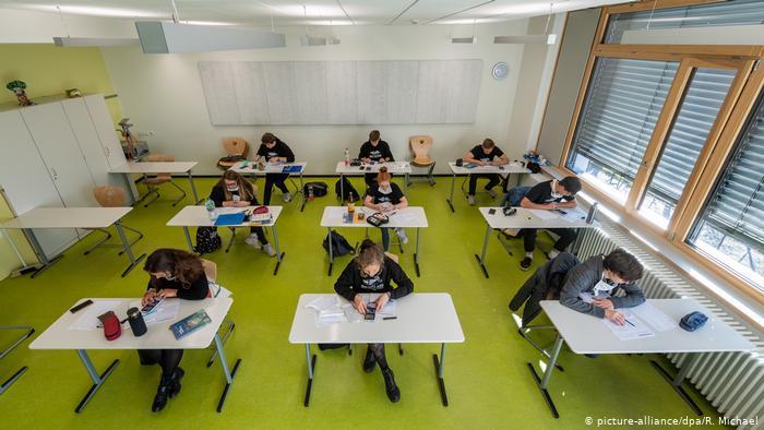 Săli speciale de examen pentru elevii cu temperatură peste 37,3 °C