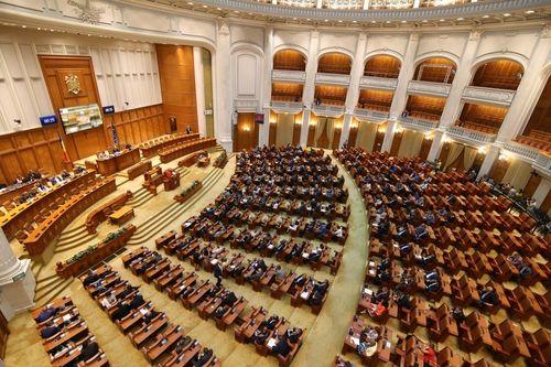 UPDATE Rectificarea bugetară a fost adoptată de Parlament, cu amendamentul PSD pentru majorarea pensiilor cu 40% / PNL a anunţat deja că va ataca la CCR proiectele de lege | DOCUMENT