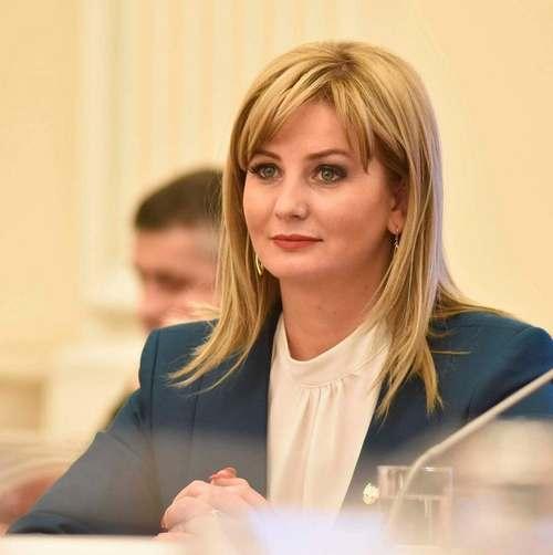 Senatoarea Roxana Paţurcă, exclusă din PSD pentru că a absentat de la dezbaterea moţiunii de cenzură: Se ştia în grupul parlamentar PSD încă de dimineaţă că moţiunea nu va trece pentru că nu se va face cvorumul. Trec la PNL