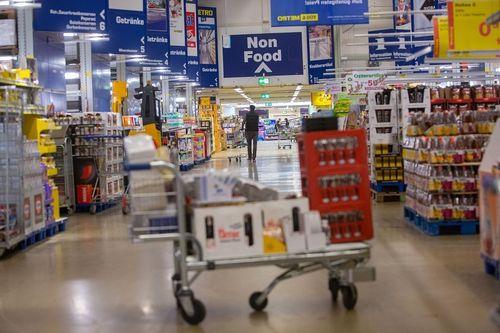 Peste jumătate dintre comercianţii germani se aşteaptă la clienţi mai puţini şi la scăderea vânzărilor în perioada Crăciunului