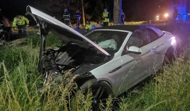 BMW de lux decapotabil, cu volan pe dreapta, codus pe contrasens de un puști de 18 ani, 4 victime, între care o fetiță de 5 ani