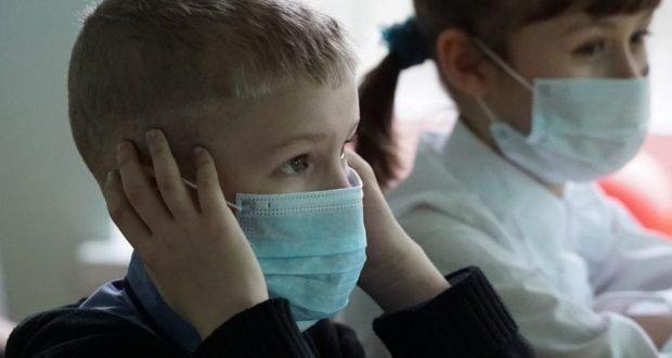 Elevii obligaţi să poarte mască pe toată durata cursurilor şi a examenelor