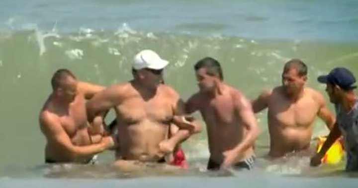 Salvamari purtaţi în instanţe de 4 ani, de un turist pe care l-au scos din apă