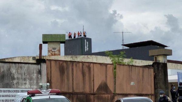 Deţinuţi de la o închisoare din Manaus au luat ostatici şapte gardieni