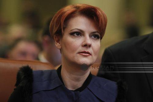 """Primarul Craiovei Lia Olguţa Vasilescu acuză că prefectul de Dolj şi """"instituţiile de forţă şi control"""" au cerut comercianţilor din Târgul de Crăciun să închidă chioşcurile"""