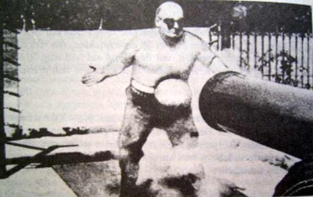 Frank Richards, omul de fier, care putea opri o ghiulea cu abdomenul