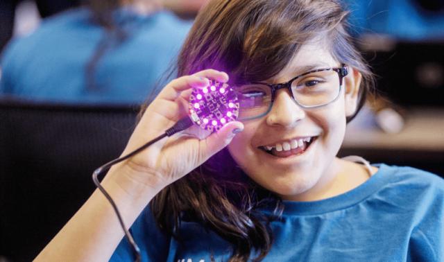 Competiţie IT pentru elevele din România pasionate de inteligenţa artificială