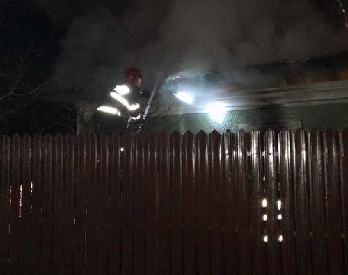 Teleorman: Incendiu la o casă din localitatea Crângu; un bărbat a murit şi o femeie a suferit arsuri pe aproape tot corpul
