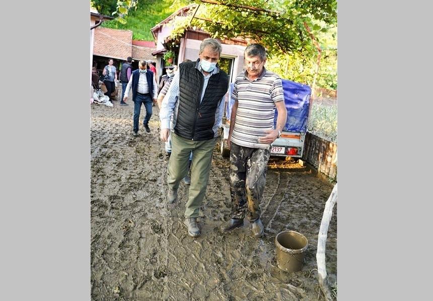 Vela, după inundaţiile din Valea Jiului: Proiectele pentru amenajarea hidrografică a zonei au fost neglijate ani de zile de către guvernele PSD/ Lucrările de reparaţii în urma inundaţiilor din anii anteriori nu au fost de cea mai bună calitate - FOTO