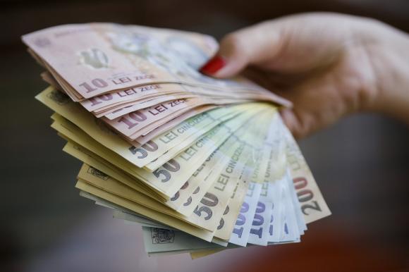 Leul a scazut miercuri la 4,8404 unitati pentru un euro și la 4,0968 unitati pentru un dolar