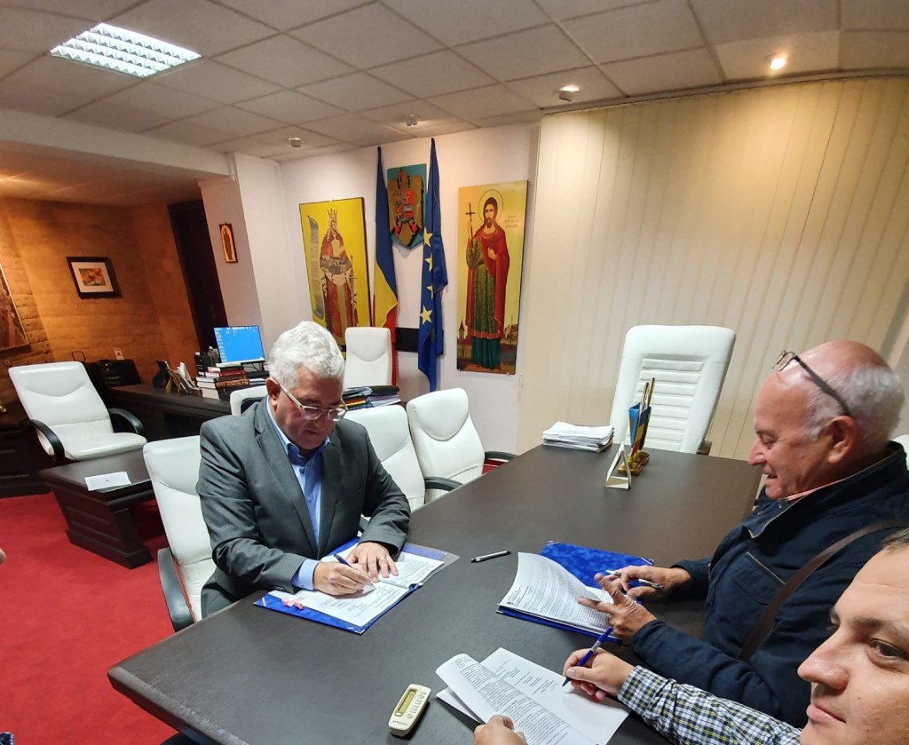 Ion Lungu a semnat contractul pentru construirea halei cu parcare