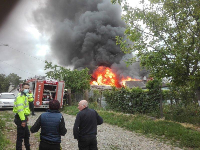 Incendiu puternic in Tatarasi