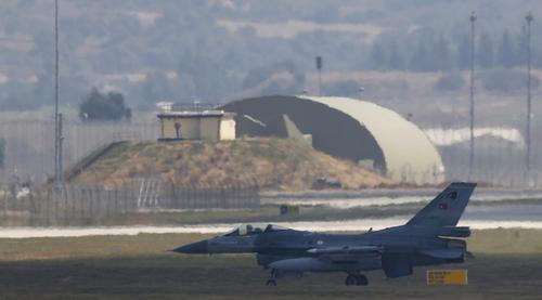 Un avion armean de tip Su-35, doborât deasupra Armeniei de către un avion turc de vânătoare de tip F-16, anunţă Erevanul