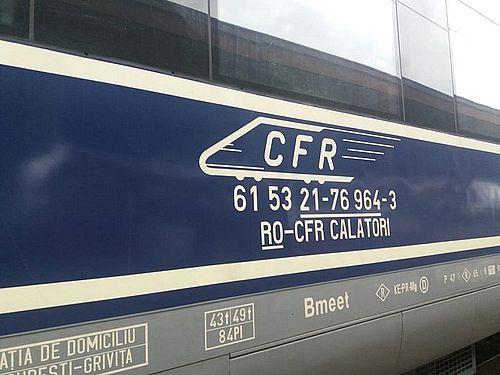 UPDATE - Circulaţia a trei trenuri de călători a fost afectată de temperaturile scăzute. În două dintre cazuri, şinele s-au rupt din cauza gerului