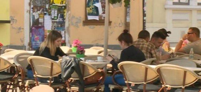 Polițiștii din Iași fac razii pe la baruri și terase. Amenzi și pentru angajați, și pentru clienți