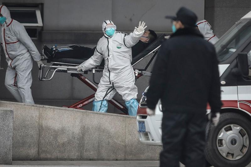Wuhan, oraşul din China unde a apărut virusul ucigaş, a fost închis. Numărul morţilor s-a dublat într-o singură zi