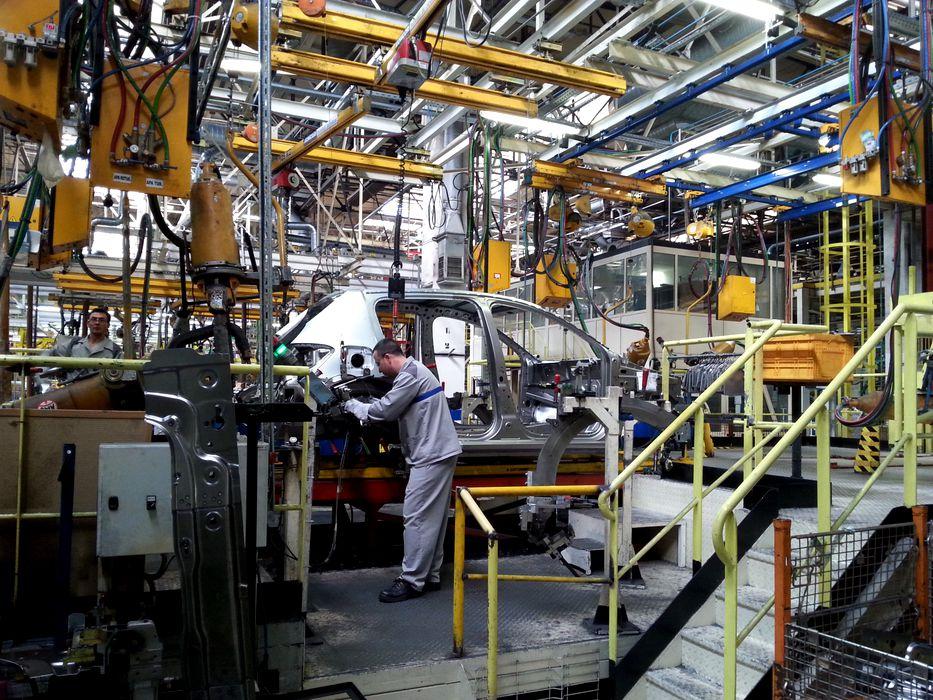 Ministrul economiei: Dacia ar putea relua producția în aprilie